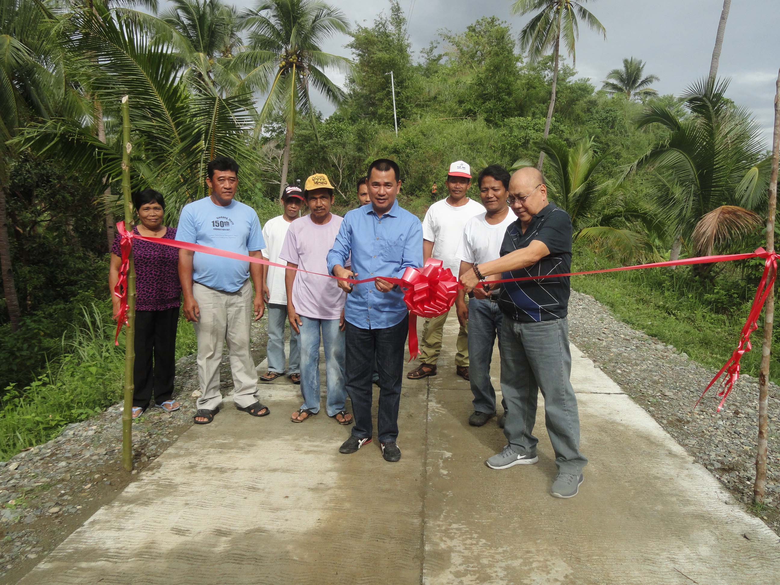 Leyte Governor Leopoldo Dominico L.Petilla lead the cutting of ribbon during the turn over and inaguaration of the 0.264 km road concreting under the Kalahi-CIDSS project in  Brgy Baldosa, Hindang,Leyte. He was joined by Mayor Elpedio Cabal and barangay chairman Elenito Abne and his council.(GINA .GEREZ)