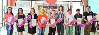 """""""Glimmers of Hope"""" awardees and representatives pose for a posterity photo with PIA Regional Director Olive Tiu during the Harampang ha PIA held April 10 in Tacloban City.(by Ei Nazareno-Ballesteros)"""