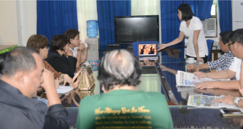 GOING INTERNATIONAL. The Buyogan Festival of Abuyog town in Leyte was invited to perform in this year's World Culture Festival in India. The invite was personally made by Liew Siaw San of the  International Association for Human Values. Seen with Liew during her presentation were Leyte Vice Gov. Carlo Loreto and Abuyog Mayor Octavio Traya.   (LITO A. BAGUNAS)
