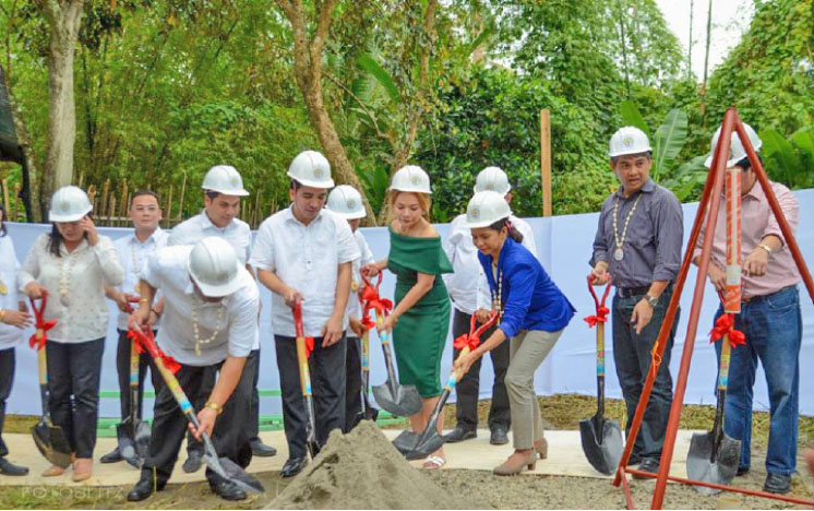 Mayor Stephany Uy-Tan and Pag-ibig Fund President and CEO Atty. Darlene Marie Berberabe break the ground in Brgy Payao which is the site of low-cost housing units funded by Pag-ibig. The site is an eight hectare land that will also house an evacuation center and Bahay Pag-asa for children in conflict with the law.