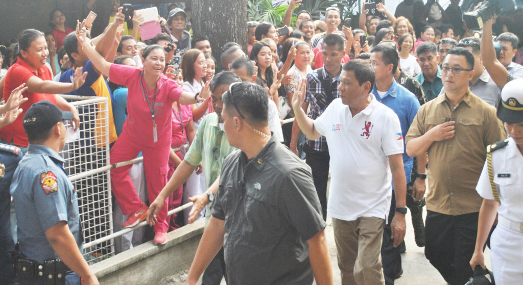 WELCOME FIT FOR A ROCKSTAR. President Rodrigo Duterte was in Tacloban City on Monday(August 29) to visit a wounded police officer at the Divine Word University Hospital. The President was mobbed like a rockstar by his supporters.   (LITO A. BAGUNAS)