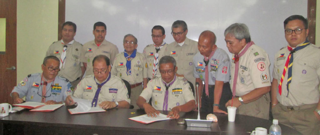 The historic MOA signing between the Boy Scouts of the Philippines and the Eagle Scouts Organization of the Philippines. Representing the BSP is its national president, Atty. Wendel E. Avisado and signing for ESOP is national chairman Chito L. Morante and witnessed by new ESOP president, Dr. John R. Vallado and other officers and members.