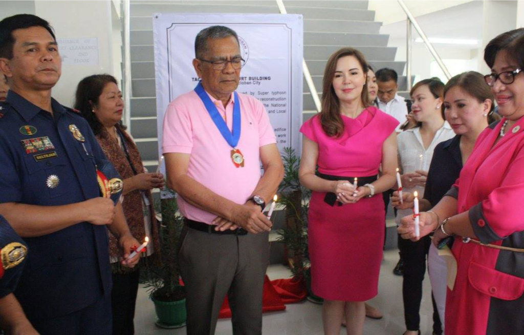 FUNDED by RAY. Interior Secretary Ismael Sueno led the inauguration of the two-storey building that will house two city courts and the Civil Registrar's Office on Thursday. The construction of the building was funded by the national government under Recovery Assistance on Yolanda. Joining Sec. Sueno were Mayor Cristina Romualdez, Councilors Aimee Grafil and Eden Pineda, DILG Regional Director Maribel Secondencillo, PNP Director-8 Chief Supt.Elmer Beltejar, among others.   (MEL CASPE)