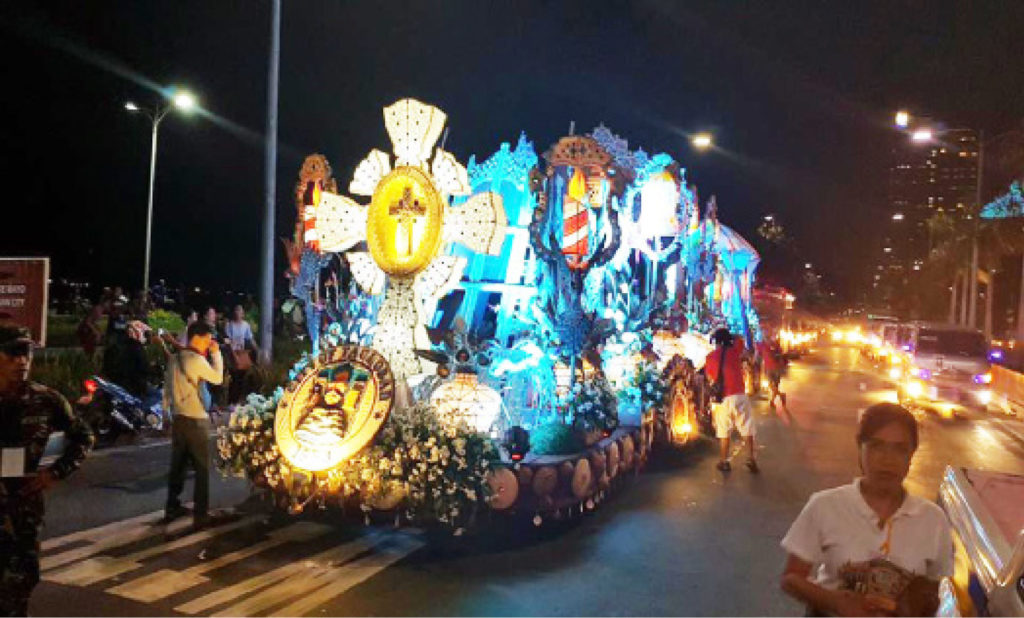 """FLORES DE MAYO. The month of May is among the most colorful and full of activities in the country. May also signal the celebration of the month-long 'Flores de Mayo"""" or 'santacruzan' which basically giving honor and devotion to the Blessed Virgin Mary. Photo shows a float of Tacloban City bedecked with flowers declared as the 'best float' during the recently-held Aliwan Festival."""